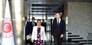 Ticaret Bakanı Pekcan, Macaristan Dışişleri ve Ticaret Bakanı Szıjjarto ile Görüştü